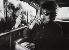 Circa 1966, London– Bob Dylan, fans looking into limousine | by Barry Feinstein