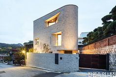 Gallery of Pyeong Chang Dong Brick House / June Architects - 9 Minimalist Architecture, Architecture Details, Art Chinois, Mews House, Modern Buildings, Townhouse, Building A House, House Design, House Styles