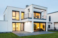 Haus S. - Ansicht Gartenseite mit Balkon und Loggia - stkn architekten