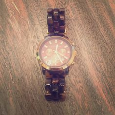 Michael Kors Watch Beautiful Michael Kors watch! Tortoise shell colored band. Goes great with everything! Box can be included. Michael Kors Accessories Watches