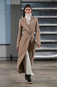 The Row Fall 2019 Fashion Show. Designer ready-to-wear looks from the Fall 2019 collections from New York Fashion Week Vogue Paris, Catwalk Fashion, Fashion Show, Net Fashion, Chic Outfits, Fashion Outfits, Fashion Trends, Modest Fashion, Bandeau Outfit