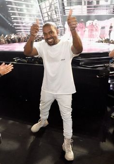 Kanye West at the 2016 MTV Video Music Awards at Madison Square Garden on August 2016 in New York City. Kanye West Style, Kanye West Smiling, Vmas 2016, Mtv Video Music Award, Music Awards, Yeezy, Rapper, Laughter, Hip Hop