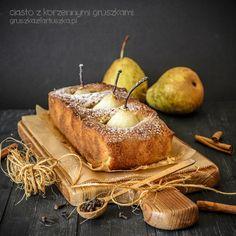 Przepyszne i pięknie prezentujące się ciasto z korzennymi gruszkami, w całości zanurzonymi w deserze. Szybkie, łatwe, ucierane :)