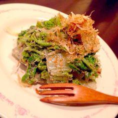 (。→ˇ艸←) ღღこんばんはღღ.:*・゚ 何回もリピしてるこのレシピ♡ やぱおぃしーー‼︎ お箸とまらなーぃ(*ノε`*) おかなサン❤️ すてきなレシピありがとぉございます(´◡`๑) - 79件のもぐもぐ - おかなさんの料理 お箸が止まらない♪白菜のサラダ♡ by RaaRaa