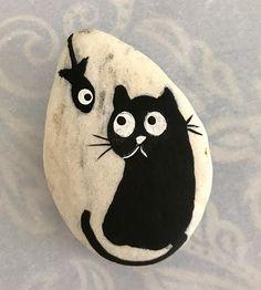 #rocks #rockpainting #paintedrocks #colorfulrocks #acrylicpaintedrocks #cats #paintedcatrocks #blackcats #catrocks #cutecats #cutepaintedcatrocks