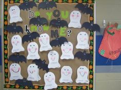 First Grade Blue Skies: Bulletin Board Linky Party October Bulletin Boards, Halloween Bulletin Boards, Classroom Bulletin Boards, Classroom Crafts, Classroom Ideas, Preschool Bulletin, Classroom Walls, Halloween Door Decorations, Halloween Themes