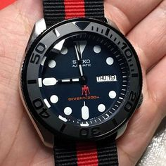 Yachtmaster Ceramic Seiko Mod • Turns out much better than expected, the blue dial of Seiko SKX009 matches well with the black ceramic insert • Visit WWW.DLWWATCHES.COM for more mod parts, free international shipping
