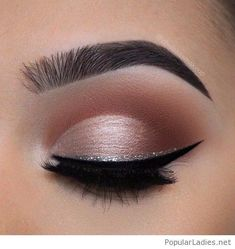 Nude rose eye makeup with a silver glitter eye line #PopularLadiesHairstyles