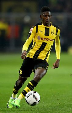 Ousmane Dembele of Dortmund runs with the ball during the Bundesliga match between Borussia Dortmund and RB Leipzig at Signal Iduna Park on February 4, 2017 in Dortmund, Germany.