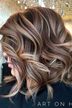 Beautiful curly layered haircut style ideas 52