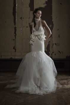 See the complete Vera Wang Bridal Spring 2016 collection.