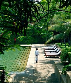 Sri Lanka travel guide. Sri Lanka has maritime borders with India to the northwest and the Maldives to the southwest.