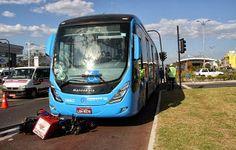 Pregopontocom @ Tudo: BRT do Rio de Janeiro: Um sistema de transporte qu...  Colisões e atropelamentos fazem parte de uma triste rotina e, para especialistas, não faltam razões para isso. Eles alertam que este tipo de modal deve seguir gerando cada vez mais transtornos, principalmente por causa da ausência de planejamento e integração com os outros meios de transporte, da falta de treinamento dos motoristas e do mau hábito dos brasileiros de não respeitarem as sinalizações.