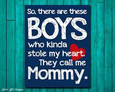 Lees volledige beschrijving voor aankoop :)  Dus, er zijn deze jongens die nogal stal mijn hart. Ze noemen me Mama.  Dit afdrukbare is perfect voor dat mam of jongetje in je leven. Geweldig voor een toneelstuk Roomservice, kinderkamer, of als een baby gift voor Mamma :)  Opties: Deze hoge resolutie instant download is beschikbaar in de grootte 8 x 10. Kleuren opgenomen zijn staalblauw (grijs/blauw) en marineblauw zoals.  LEVERING & afdrukken: Weinig leven ontwerpen instant download p...