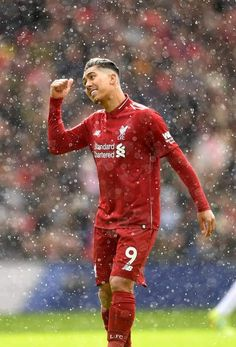 There's something that the Kop wants you to know 🎶❤️ Ynwa Liverpool, Liverpool Football Club, Liverpool You'll Never Walk Alone, Premier League Soccer, This Is Anfield, Football Pictures, Nike Football, One Team, Manchester United