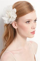 White flower hair pin. Simple, beautiful.