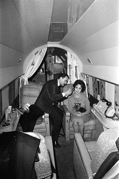 Elizabeth Taylor having her hair styled by Alexandre on a private plane, 1958 | Flickr - Photo Sharing!