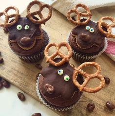 How To Make Cute Canadian Moose Cupcakes Foodnetwork Ca - These Fun Cupcakes Pay Homage To One Of Canadas Iconic Animals The Moose Made With Peanut Butter Salty Pretzels Chocolate Fudge And Maple Its A Deadly Combination That Will Be Hard To Birthday Muffin, Happy Birthday, Birthday Bash, Canadian Dishes, Canadian Food, Canadian Recipes, Fun Cupcakes, Cupcake Cakes, Moose Cake