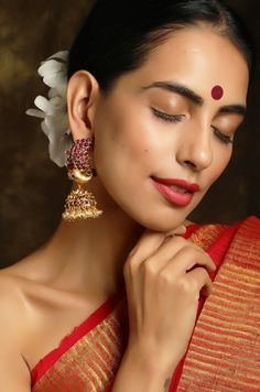 Gold Jhumka Earrings, Indian Earrings, Antique Earrings, Bridal Earrings, Indian Wedding Jewelry, Indian Jewelry, Western Wear Dresses, Indian Photoshoot, Back Neck Designs