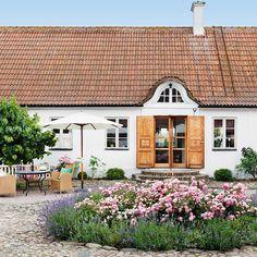 Garden Design, House Design, Cute House, Sweet Home, Garden Cottage, Green Rooms, Dream Garden, Home Fashion, Home Decor Inspiration