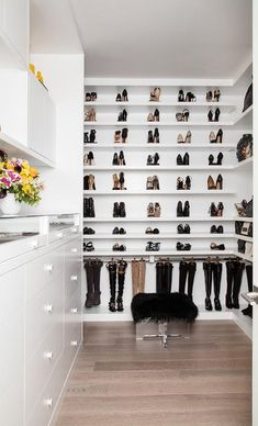 Luxurious walk-in closet customized with shoe shelves and hanging boots by clips… – SON ZAMLAR Glass Wall Shelves, Glass Shelves Kitchen, Floating Shelves, Kitchen Cabinets, Shoe Room, Shoe Wall, Walking Closet, Placard Design, Shoe Shelf In Closet
