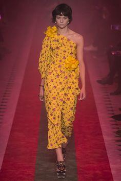 Gucci Spring 2017 Ready-to-Wear Fashion Show - Ellen de Weer