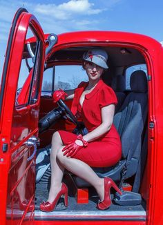 Lady in Red - Model: Fanny Freckles - Photographer: Steve Dorothy