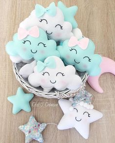 They're so fun to look at! Baby Crafts, Felt Crafts, Diy And Crafts, Sewing Crafts, Sewing Projects, Coloring For Boys, Star Mobile, Mobile Mobile, Diy Bebe