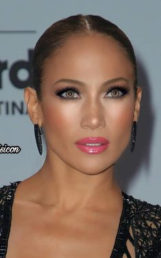 Jennifer Lopez J Lo In 2019 Jennifer Lopez Makeup Jlo Beauty Make-up, Beauty Hacks, Hair Beauty, Jlo Makeup, Face Makeup, Flawless Makeup, Maquillage Jlo, Jennifer Lopez Makeup, Make Up Braut