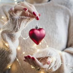 Image about love in 🌲❄Dezember by . on We Heart It Christmas Hearts, White Christmas, Christmas Time, Christmas Bulbs, Xmas, Girls Dp Stylish, Stylish Girl Images, Photo D Art, Foto Art