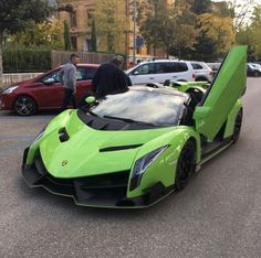 Lamborghini Veneno Roadster painted in Verde Miura w/ exposed carbon fiber   Photo taken by: @shotofsupercars on Instagram