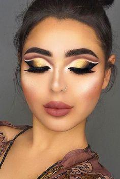 30 Festive Christmas Makeup Ideas ★ Newest Festive Makeup Ideas picture 5 ★ See more: http://glaminati.com/festive-christmas-makeup-ideas/ #makeup #makeuplover #makeupjunkie #festivemakeup