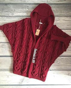77 отметок «Нравится», 9 комментариев — ВЯЗАНИЕ❄ШАПКА❄ КАРДИГАН❄Kазань (@shapkin.shop) в Instagram: «Немножко процесса  Девочки, как вам такая модель? И нужен ли МК по ней? Напишите ваше мнение,…» Manta Crochet, Crochet Art, Knitting Room, Crochet Ponchos, Knitting Designs, Knitting Patterns Free, Knit Cardigan, Hooded Jacket, Lana