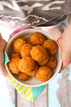 sweet and sour quinoa balls. Perfect for a lunch box, finger food or as mart of a main meal. Great for kids and for baby-led weaning (blw) Baby Food Recipes, Vegan Recipes, Cooking Recipes, Toddler Recipes, Nutritious Snacks, Healthy Snacks, Toddler Lunches, Toddler Food, Lunch Kids