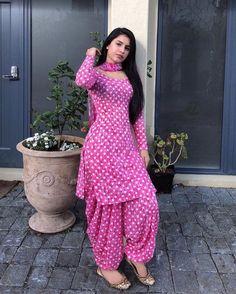 Patiala Suit Designs, Kurta Designs Women, Kurti Designs Party Wear, Salwar Designs, Blouse Designs, Dress Indian Style, Indian Fashion Dresses, Indian Designer Outfits, Indian Outfits