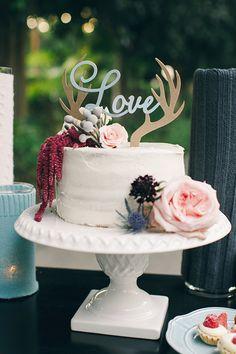 Antler cake topper #whiteweddingcake