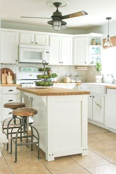 25 Easy DIY Kitchen Island Ideas That You Can Build on a Budget - How to make a . - 25 Easy DIY Kitchen Island Ideas That You Can Build on a Budget – How to make a Trash Storage - Kitchen Cabinet Design, Small Kitchen, Diy Kitchen Remodel, Kitchen Design, Dyi Kitchen Ideas, Diy Kitchen, Kitchen Remodel, Kitchen Island Plans, Rustic Kitchen