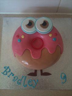 So adorable! 15th Birthday Cakes, Birthday Fun, Birthday Parties, Monster Party, Monster Cakes, Moshi Monsters, Spray Paint Cans, Doughnut Cake, Party Bags