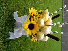 Cake pop sunflower arrangement - shower idea? Sunflower Arrangements, Sunflower Bouquets, Wild Sunflower, Flower Pots, Beautiful Flowers, Wedding Planning, Elegant, Sunflowers, Cake Pops