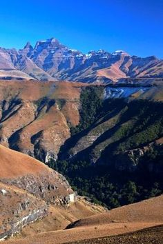 Mike's Pass is a rough, high altitude, pass in the Drakensberg in KZN. You will be rewarded with incredible views and mountain top fresh. Mountain Pass, Kwazulu Natal, Game Reserve, Pilgrim, Planet Earth, South Africa, Things To Do, Beautiful Places, Landscapes