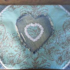 Funda de cojín. #sewin #sew #lovesewing #costura #costurillas #coser #diy #diyproject #hazlotumismo #handmadewithlove #hechoamanoconamor #funda #cojin #fundadecojin #regalo #cumpleaños