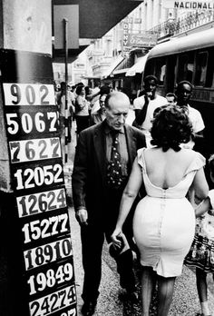 Marc RIBOUD :: Cuba, If she rode the Westbound out of Chicago, there would be a complete set of prints on her eastbound! Marc Riboud, Vintage Photography, Street Photography, Art Photography, Black White Photos, Black And White Photography, Vintage Cuba, Henri Cartier Bresson, Reportage Photo