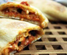 Indbagte mini-pizzaer med oliven opskrift