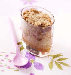 Croustillez de plaisir dès le matin avec ces crumbles aux pommes au bon goût de vanille. Profitez des bonnes pommes d'automne et d'hiver.