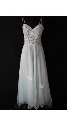 Elegant 1950s Ice Blue   White Lace Nightgown - Size 7 8 65ec43346