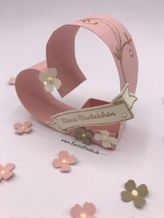 """Wedding - Goodie Hearts """"Little Thank You"""" Craft flake - Wedding – Goodie Hearts """"Little Thank You"""" Craft flake - Valentines Anime, Valentine Crafts, Christmas Crafts, Diy Arts And Crafts, Diy Crafts For Kids, Candy Bouquet Diy, Instruções Origami, Creative Money Gifts, Gift Wraping"""