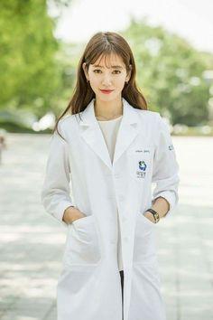 Kim Rae Won and Park Shin Hye transform into sexy doctors for Doctor Crush Korean Actresses, Korean Actors, Actors & Actresses, Park Shin Hye, The Heirs, Doctors Korean Drama, Dr Park, Korean Hairstyles Women, Kim Rae Won