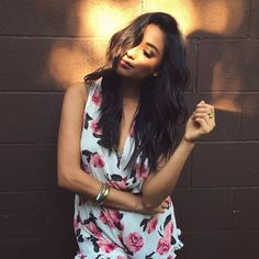Shay's outfit is perfect for spring. | Pretty Little Liars
