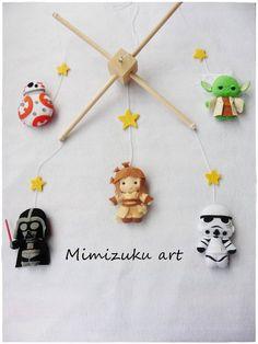 Crafts To Do, Felt Crafts, Newborn Gifts, Baby Gifts, Star Wars Nursery, Baby Mobile Felt, Star Wars Personajes, Star Wars Decor, Star Wars Baby