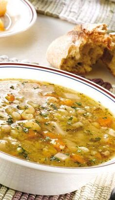 Soupe aux pois et au jambon fumé à l'ancienne | Recettes du Québec Healthy Soup Recipes, Top Recipes, Lunch Recipes, Healthy Dinner Recipes, Cooking Recipes, Healthy Food, Vegetarian Lunch, Soups And Stews, Dessert